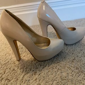 Guess nude pumps!